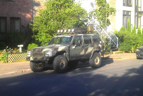 L'auto du jour : Jeep Cherokee version Army/Safari