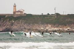Overbooking (machbel) Tags: faro mar surf asturias playa salinas surfers ola tablas cantabrico playadesalinas