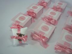 Lembrancinha Maternidade: Caixinha rosa com almofadinha e pingente menina (Ateliê Bendita Lembrança) Tags: