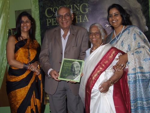 Yash Chopra with Pedatha, Jigyasa & Pratibha at Book launch
