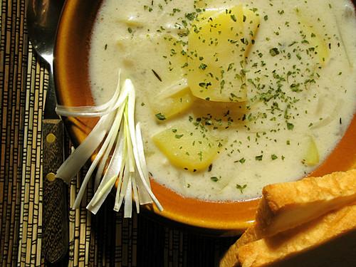 Genuss-Tipp zum Wochenende: Kartoffel-Cremesuppe mit Chili und weisser Nuss-Schokolade