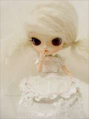 Too shy, shy girl!<3 (Paula ~) Tags: white cute doll dal planning mohair groove jun obitsu 23cm rewigged dotori sunnyworld