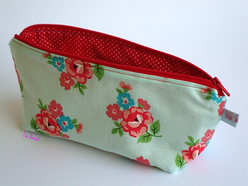 Pencil Case Polka Roses