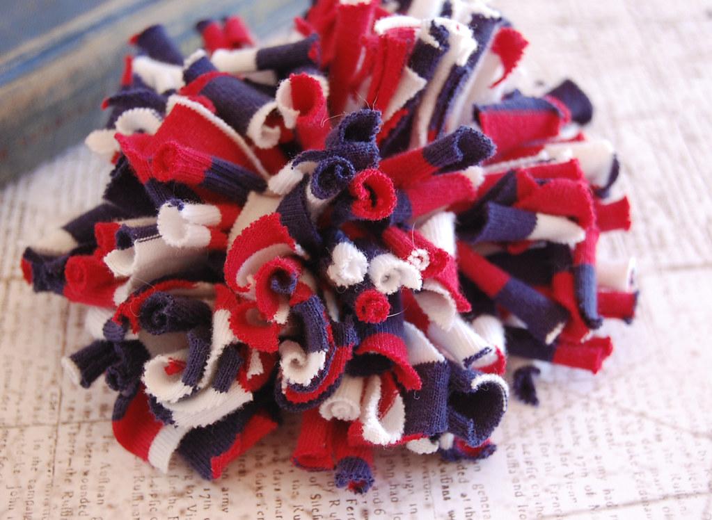 Independance Chrysanthemum Pin
