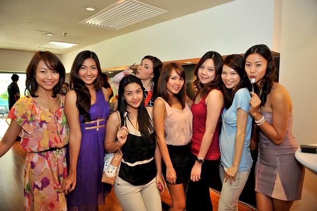 Therine Goh Fay Hokulani Sarimah Ibrahim Julie Woon Stefanie Chua and bloggers (2).jpg