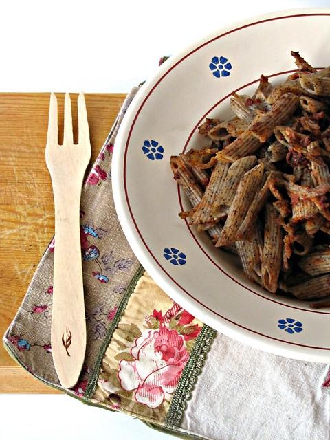 Penne di grano Saraceno con Ragù di Bresaola e Rucola