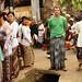 Usar o sarong significa respeito aos bali-hundus