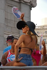 11 MADRID PRIDE  1764 copia (Cazador de imgenes) Tags: madrid street gay espaa woman color colour girl hat female nude donna rainbow mujer spain breasts flickr tit tits fiesta chica candid streetphotography glbt pride 11 parade prideparade lgbt topless streetphoto sombrero gaypride pamela espagne spanien spagna bobs spanje ragazza gayprideparade niples paradagay spania chueca pecho pezones pezon orgullogay  orgullo spange 2011 lgtb niple orgullomadrid rainbowparty madridpride madridgay pridemadrid rainbowpartie pride2011 orgullo2011 orgullo11 planetpride