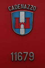 Gemeindewappen - Wappen der Gemeinde Cadenazzo an der SBB Lokomotive Re 6/6 11679 Cadenazzo in Ostermundigen bei Bern in der Schweiz (chrchr_75) Tags: train de tren schweiz switzerland suisse swiss eisenbahn railway zug sbb 66 locomotive re juli christoph svizzera chemin centralstation fer locomotora tog ffs juna 1107 bundesbahn lokomotive lok 620 ferrovia spoorweg suissa switzeland locomotiva lokomotiv ferroviaria cff  2011 re66 locomotief slm chrigu  rautatie  schweizerische zoug trainen  chrchr hurni chrchr75 bundesbahnen chriguhurni re620 albumsbbre66lokomotive albumbahnenderschweiz2011 juli2011 chriguhurnibluemailch albumzzz201107juli