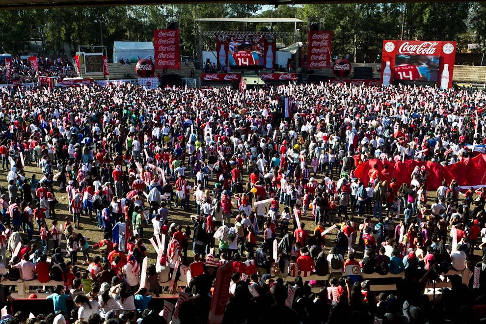 El predio central de la expo fue el punto de encuentro para miles de personas que se congregaron a ver el partido final de la copa América donde la albirroja perdió frente a Uruguay, en la tarde del domingo. (Tetsu Espósito)