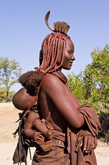 Muchimba mother with child, Elola, Moimba, Angola (Alfred Weidinger) Tags: africa leica people african culture tribal safari afrika angora tribe ethnic namibia tribo s2 himba angola afrique ethnology tribu herero namibie bantu kunene cunene tribus namibe ethnie ovahimba   leicas2  suldeangola muhimba  provincianamibe moimba angol  anqola langola