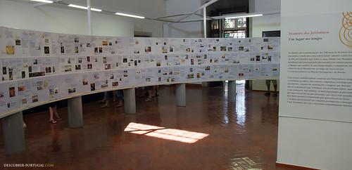 Biblioteca do mosteiro, com uma exposição sobre a História de Portugal