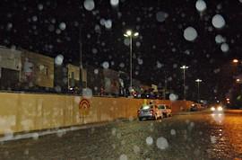 Debaixo de chuva, moradores comemoram conclusão de obra by portaljp