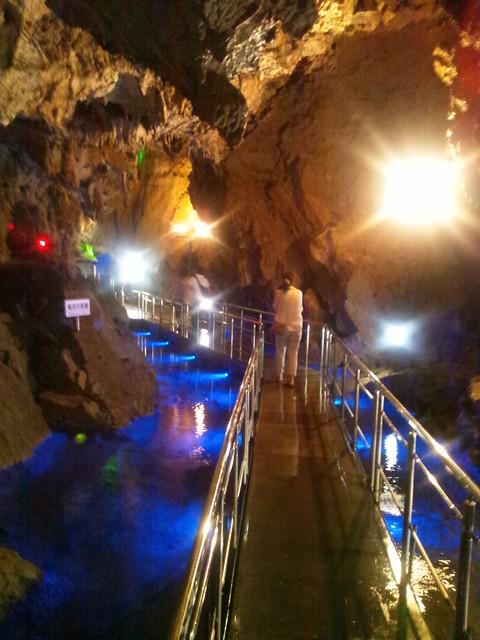 飛騨大鍾乳洞の地底湖の写真