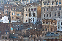 old palaces with the yemenistyle in jiblah-yemen (anthony pappone photography) Tags: travel architecture digital canon photo image picture culture arabia yemen fotografia ibb reportage photograher arabs arabo phototravel arabie arabiafelix jiblah arabieheureuse arabianpeninsula eos5dmarkii antiquepalace yemenistilehomes