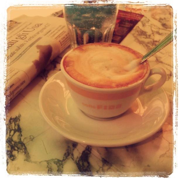 Cappuccino e giornale