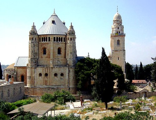 Vista de la Abadía con el cementerio al lado