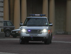 BU60BZK Range Rover of the Met's Special Escort Group leaving Buckingham Palace in Obama's motorcade (Ian Press Photography) Tags: from uk england usa london cars car bike out during day 4x4 president transport group guard may police bikes rover security visit special american views gb land bmw service biker guards met emergency landrover range obama metropolitan escort services seg prez armed 999 motorcade barack 2011 obamas