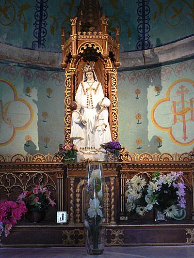 petite chapelle peinte entre Aumont et nasbinal.jpg