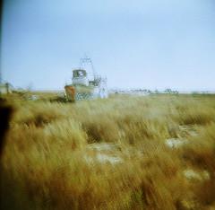 El barco del arroz (versión Lomo) (Zé.Valdi) Tags: sea beach mar holga lomo lomography xprocess spain crossprocess playa cabodegata almera