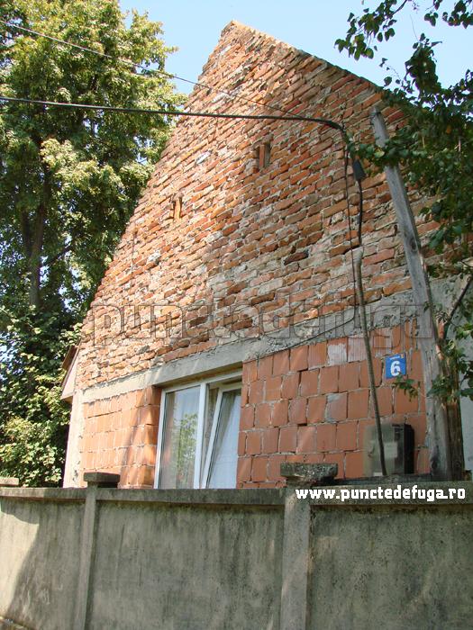 fatada casa comuna Coşteiu