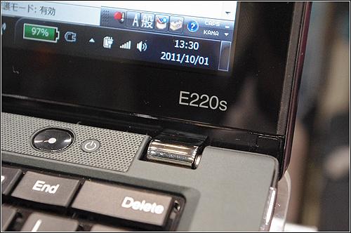 フラットパネル(インフィニティ・ガラス)がオサレな「ThinkPad Edge E220s」