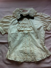 Short-sleeved Jabot blouse