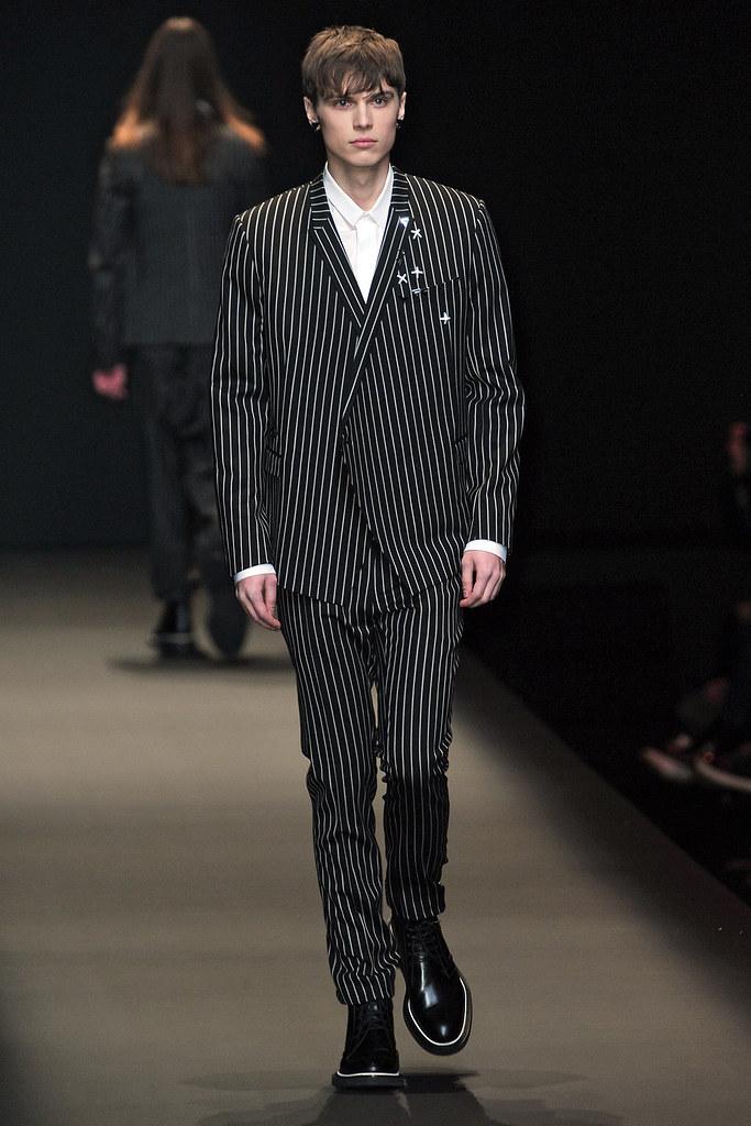 Enrico Petzold3012_FW09 Paris Dior Homme(VOGUEcom)