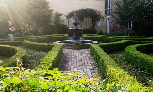 courtyard, New Orleans (c2011 FK Benfield)