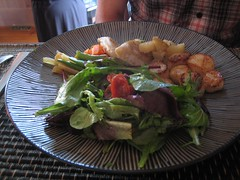Pétoncles avec poires et espèce de dumplings au fromage de chèvre