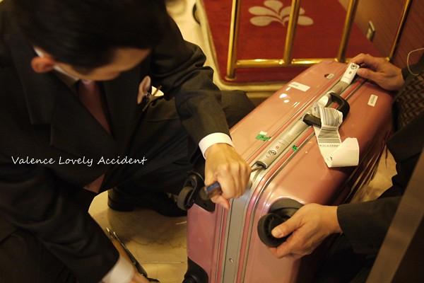 破壞行李箱06