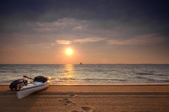 inviting (dK.i photography (counting down)) Tags: morning sky cloud beach water sunrise canon dawn early sand surf kayak maryland wave row chesapeakebay sandypoint 5dmkii singhrayrgnd