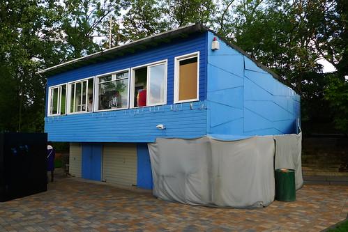 Blaues Haus am Main in Niederrad. Juli 2011