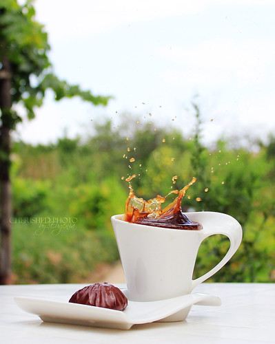 Coffee splash and chocolate