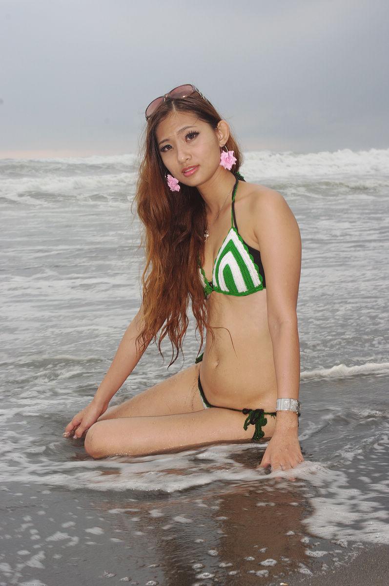 夏日沙灘比基尼