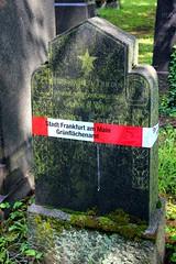Warning Tape on the Gravestone of Daniel Spiegel (Died 1907) (S. Ruehlow) Tags: friedhof cemetery grave graveyard tomb jewish grab jewishgraveyard jüdisch jüdischerfriedhof alterjüdischerfriedhof grabstelle alterjüdischerfriedhoffrankfurtam