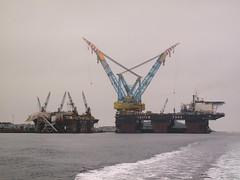 Castoro 7 and Saipem 7000 (thulobaba) Tags: construction energy engineering gas cranes oil s7000 semisubmersible pipelayer semisub saipem sscv castoro7