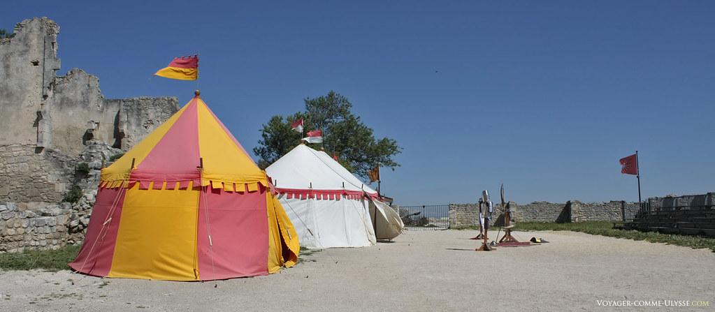 Reconstitution d'un campement militaire médiéval
