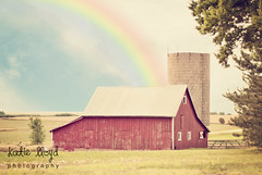 Barn-with-rainbow