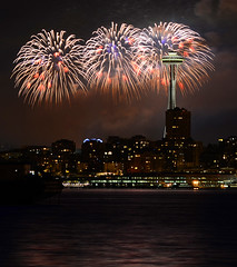 seattle 4th fireworks 4544 (Light of the Moon Photography) Tags: seattle day fireworks space 4th july needle independence fourth