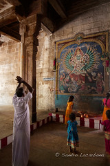Praying in a temple (Sandro_Lacarbona) Tags: voyage trip travel india man wall temple image god pray dessin draw backpacker mur tamilnadu sandro homme dieu inde trichy routard tourdumonde prier tetedechatcom lacarbona
