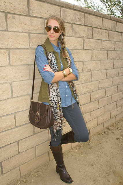 Gray, denim and green fall outfit