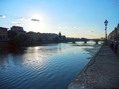 Firenze-Controluce sull'Arno a sera (MaOrI1563) Tags: sky italy florence italia cielo tuscany firenze arno toscana sole acqua controluce sera