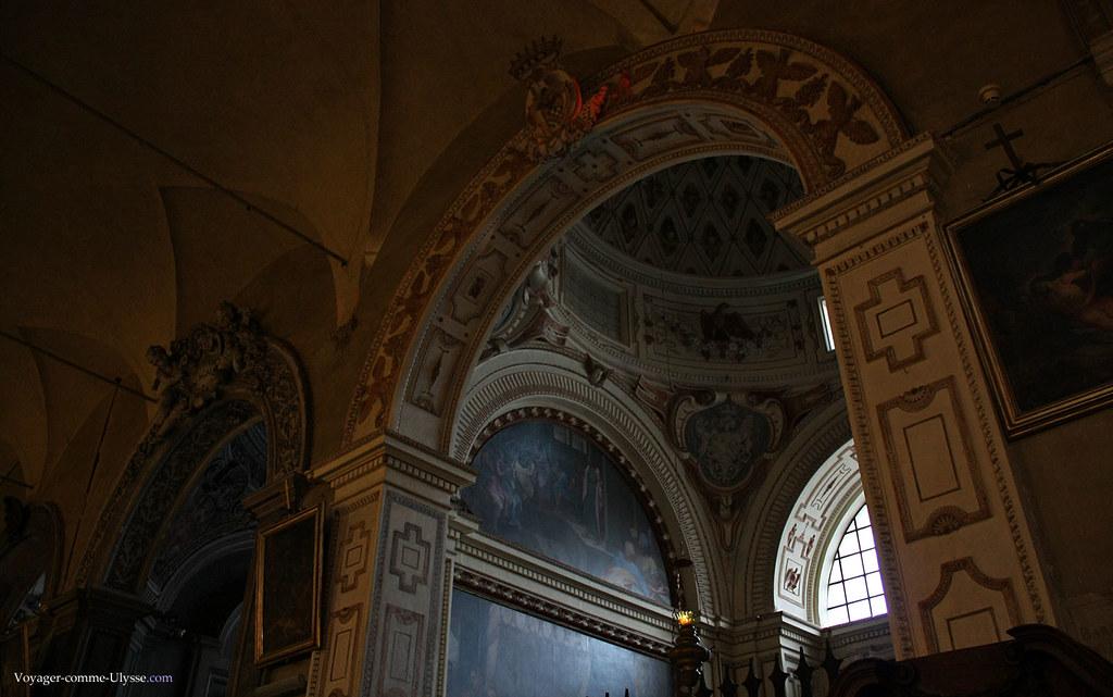Toutes les chapelles sont abondamment décorées