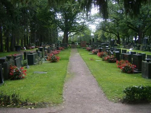 Hileras de tumbas en el cementerio de Hietaniemi