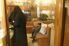aleppo 196 (zouhair ghazzal) Tags: women market hijab mirrors jewelry syria bazaar niqab aleppo sleeper suq chador