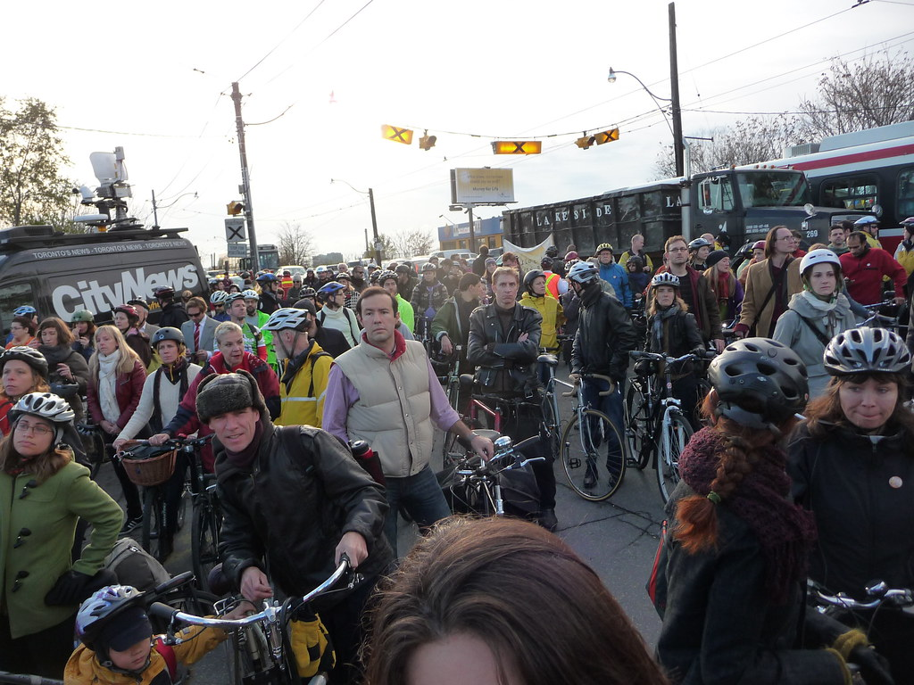 Hundreds of cyclists