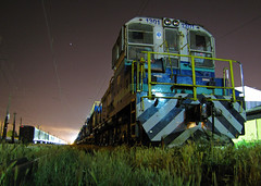 Fepasa, en la tranquilidad de la noche. (DeutzHumslet) Tags: chile yards station canon gm locomotive estacin arenal switcher talcahuano patios sx20 1301 fepasa emd sw1200