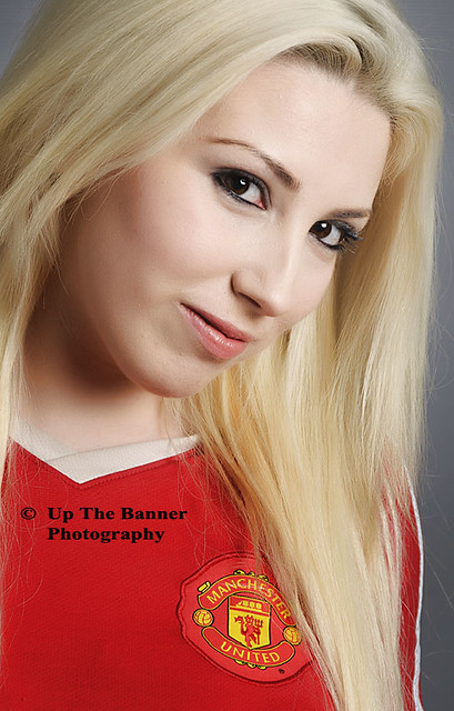 cute hot sexy female blond, English Premier League Manchester United blonde girl fan