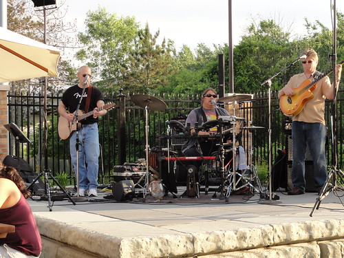Live band out in the beer garden